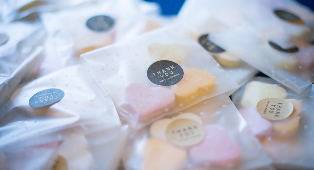 Plastic food packaging for sweets