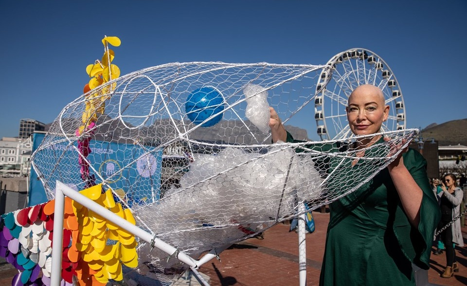 fish sculpture raises awareness about ocean pollution